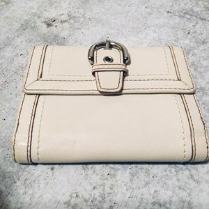 Coach Vintage Bifold Ivory Buckle Snap wallet